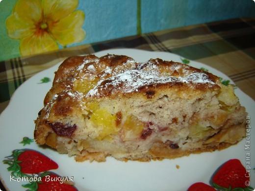 Шарлотка фруктовая. Фрукты - яблоки, груши апельсины, вишни. фото 3