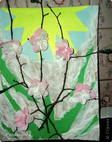 В садик срочно надо было сделать весеннюю поделку, мы с сыном набрали веточек, и на них расцвели цветы ))) фото 2