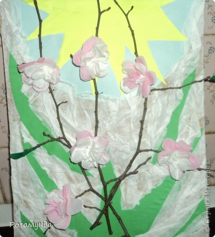 В садик срочно надо было сделать весеннюю поделку, мы с сыном набрали веточек, и на них расцвели цветы ))) фото 1