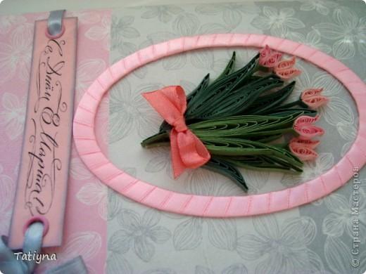 приближается весна и 8 марта и вот такая еще  одна открыточка с тюльпанами у меня получилась...  давно не делала рамочки лентами, решила применить фон салфетка фото 2