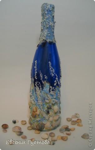 """Как то в моей жизни случился """"Творческий кризис"""". Ну ничего в голову не шло и не моглось...Тогда я взяла бутылку синего цвета и намалевала на ней шпатлевкой... фото 2"""