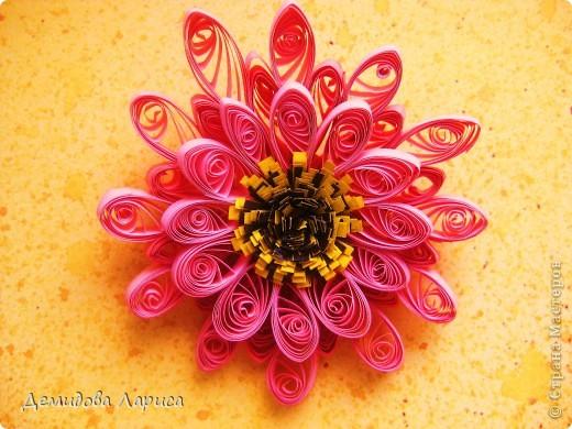 Работа взята с сайта http://increations.blogspot.com/2009/04/bumblebees-and-flowers-quilling.html . фото 7
