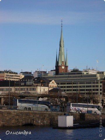 Столица Швеции, знаменитый город Стокгольм, пользуется популярностью среди туристов. Город был построен на четырнадцати островах, которые ничем не соединялись между собой, поэтому к сегодняшнему дню в регионе насчитывается около 55 мостов.  фото 5