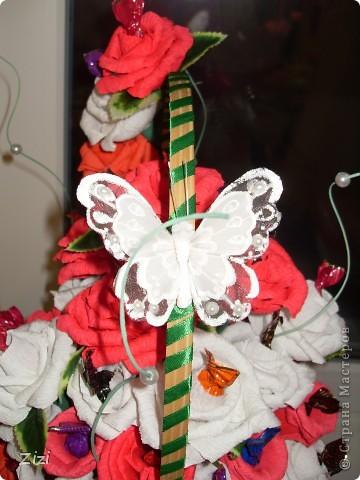 Любимой маме мужа на юбилей - 55 роз с шоколадными конфетами  фото 2