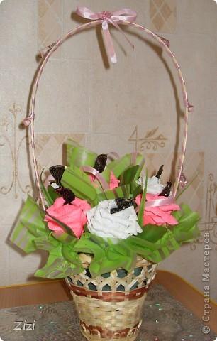Любимой маме мужа на юбилей - 55 роз с шоколадными конфетами  фото 12