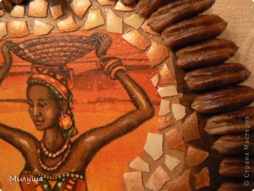 Долго я шла к своей Африке... Наконец-то добралась! Форма из гипса, яичная скорлупа, бечевка,  ну и косточки от фиников. Сделала на одном дыхании. Завтра день рождения у брата мужа, подарю. фото 4