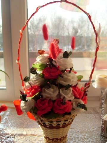 Любимой маме мужа на юбилей - 55 роз с шоколадными конфетами  фото 4