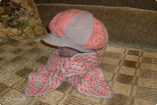 Беретик с козырьком и шарфик фото 1
