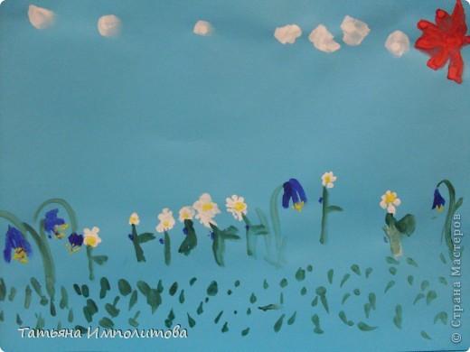 Рисовала София 3,2г,я помогала со стебельками колокольчиков фото 1