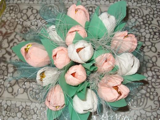 Любимой маме мужа на юбилей - 55 роз с шоколадными конфетами  фото 15