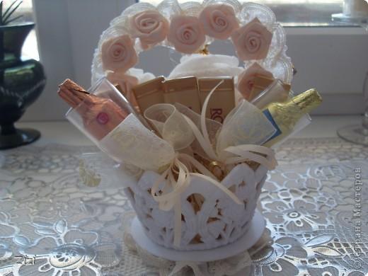 Любимой маме мужа на юбилей - 55 роз с шоколадными конфетами  фото 11