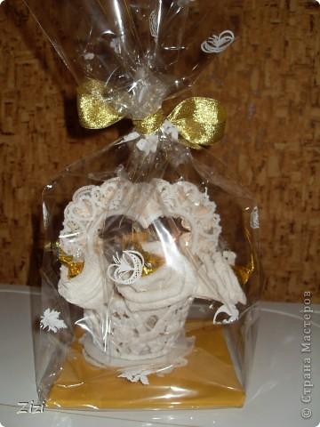 Любимой маме мужа на юбилей - 55 роз с шоколадными конфетами  фото 7