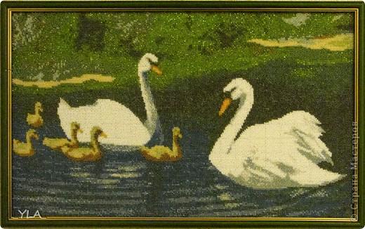 Картина панно рисунок Вышивка Лебеди в пруду Бисер Канва.