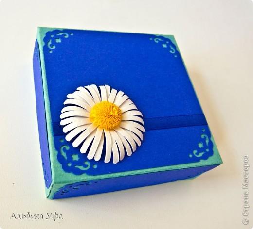 Вот такую коробочку соорудила для подарка на 8 марта своей племяннице. Размер 9 см на 9 см. фото 1