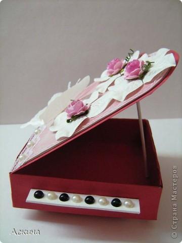 Идею шкатулки-рояли я видела в интернете и просто загорелась сделать что-то подобное свои родным на восьмое марта. В основе шкатулки -коробочка из картона 9 см на 9 см. Крышку нарисовала от руки.   фото 12