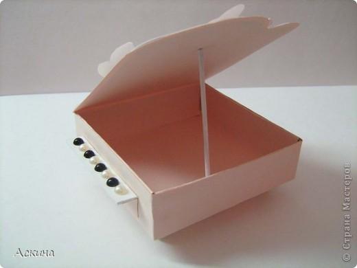 Идею шкатулки-рояли я видела в интернете и просто загорелась сделать что-то подобное свои родным на восьмое марта. В основе шкатулки -коробочка из картона 9 см на 9 см. Крышку нарисовала от руки.   фото 17