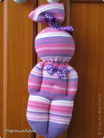 Прошу любить и жаловать - куклы из детских носков! Первые мои пробы пера.Сделала моему малышу такую же, но из мохрового носка - теперь он только с ней засыпает:) фото 2