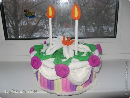 """Вот такой мы сделали тортик-повторюшку. Правда один слой и основу мы из картона не клеили, сделали по-хитрому. Обклеили коробочку от """"Киевского Торта""""  :)))))) фото 1"""