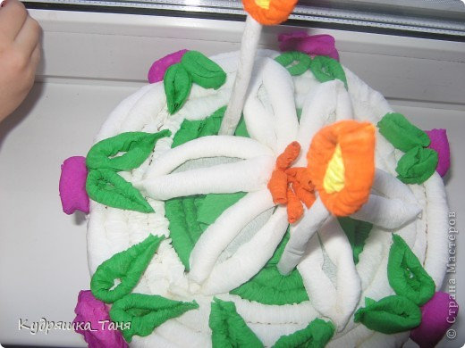 """Вот такой мы сделали тортик-повторюшку. Правда один слой и основу мы из картона не клеили, сделали по-хитрому. Обклеили коробочку от """"Киевского Торта""""  :)))))) фото 2"""