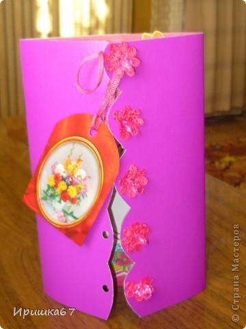 """Ко дню рождения сестренки вырезала её фото и оформила такую открытку. Рамочку нашла в открытках, наклейки тоже из открыток, скрап-бумага из журнала """"Формула ракоделия"""" фото 2"""