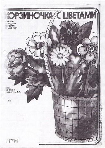 Корзинка и цветы сделаны из бумаги.  Поделка для младших школьников. фото 2