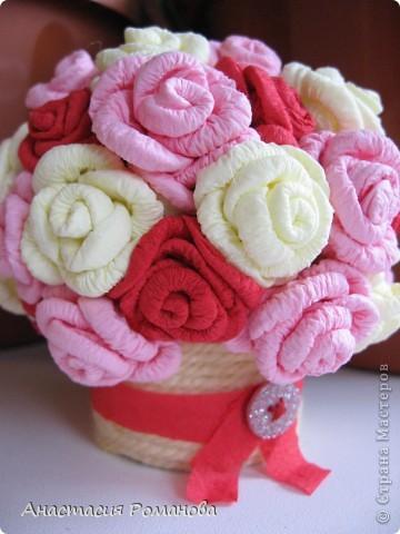 Вот какая корзиночка у меня получилась. Хочу сказать огромное спасибо Олисандре за МК http://stranamasterov.ru/node/152143?c=favorite по розам из салфеток, и за идею кашпо с использованием пряжи. фото 4