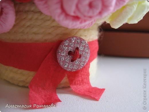 Вот какая корзиночка у меня получилась. Хочу сказать огромное спасибо Олисандре за МК http://stranamasterov.ru/node/152143?c=favorite по розам из салфеток, и за идею кашпо с использованием пряжи. фото 3