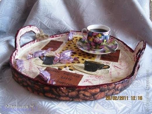 """Качество исполнения, конечно, желает оставлять лучшего. Первый поднос оказался немного """"комом"""". Но для распития кофе он удобен ))))) Отдельное спасибо за салфетки с зернами кофе Блондинке 100 http://stranamasterov.ru/user/36474, и за идею и вдохновение Pantera http://stranamasterov.ru/user/38344 фото 6"""