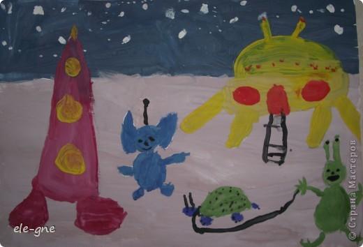 """Моя доченька рисовала на выставку рисунок на  тему """"Космос"""".Дочке 4 года ."""