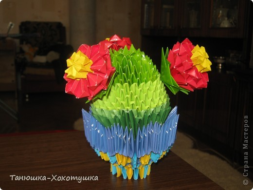 """Летом пробовала что-то смастерить из модульных оригами.Схему подсматрела в Стране мастеров(авторов не помню, но выражаю большое человеческое """"спасибо"""" за МК).Немного пальцы побаливали от заглаживания сгибов, но это уже мелочи. фото 3"""