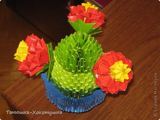 """Летом пробовала что-то смастерить из модульных оригами.Схему подсматрела в Стране мастеров(авторов не помню, но выражаю большое человеческое """"спасибо"""" за МК).Немного пальцы побаливали от заглаживания сгибов, но это уже мелочи. фото 2"""