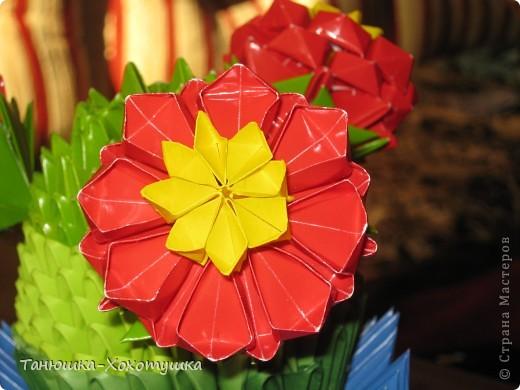 """Летом пробовала что-то смастерить из модульных оригами.Схему подсматрела в Стране мастеров(авторов не помню, но выражаю большое человеческое """"спасибо"""" за МК).Немного пальцы побаливали от заглаживания сгибов, но это уже мелочи. фото 1"""