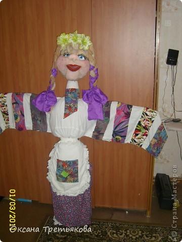 Вот такую Масленницу я сделала дочери в школу. Надо было сделать куклу от класса. Ну вот такая она уродилась. Рост ее примерно 154 см. Первый раз делала такую большую куклу. Но по моему получилось.  фото 1