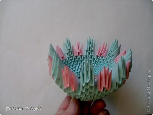 Для создания такой корзинки вам потребуется 662 модуля: 494 голубых (16 листов), 168 розовых (6 листов). фото 12