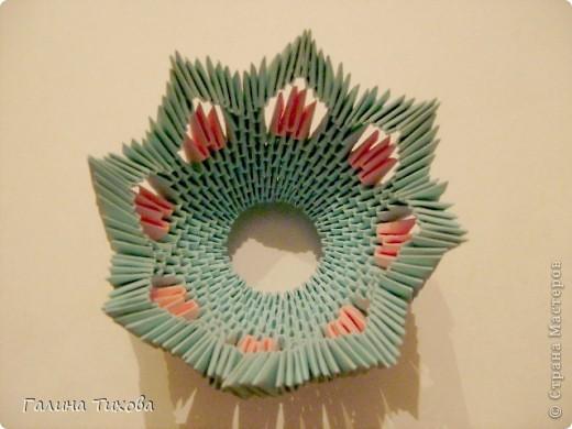 Для создания такой корзинки вам потребуется 662 модуля: 494 голубых (16 листов), 168 розовых (6 листов). фото 15