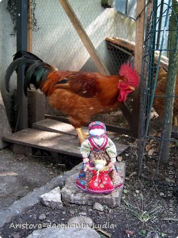 Ведучка - это образ женщины с ребёнком, недавно начавшим ходить. Она его поддерживает, учит, ведёт, выводит в  жизнь...  Особенность Ведучки – руки матери и ребёнка – одно целое. Ведучка - это тип деревянной куклы, характерный для сергиевской игрушки 19 века. Яркие расписные фигурки в кокошниках изображали кормилицу, ведущую перед собой младенца. фото 12
