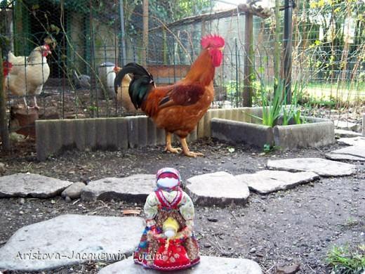 Ведучка - это образ женщины с ребёнком, недавно начавшим ходить. Она его поддерживает, учит, ведёт, выводит в  жизнь...  Особенность Ведучки – руки матери и ребёнка – одно целое. Ведучка - это тип деревянной куклы, характерный для сергиевской игрушки 19 века. Яркие расписные фигурки в кокошниках изображали кормилицу, ведущую перед собой младенца. фото 13
