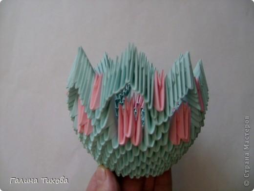 Для создания такой корзинки вам потребуется 662 модуля: 494 голубых (16 листов), 168 розовых (6 листов). фото 16