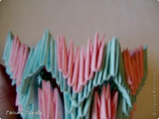 Для создания такой корзинки вам потребуется 662 модуля: 494 голубых (16 листов), 168 розовых (6 листов). фото 17