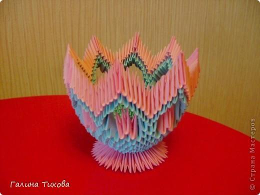 Для создания такой корзинки вам потребуется 662 модуля: 494 голубых (16 листов), 168 розовых (6 листов). фото 20