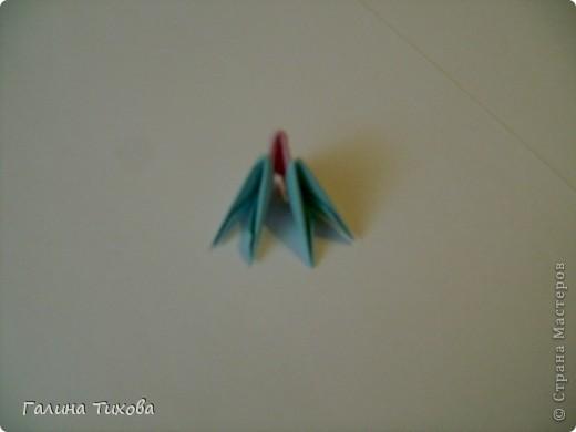 Для создания такой корзинки вам потребуется 662 модуля: 494 голубых (16 листов), 168 розовых (6 листов). фото 21