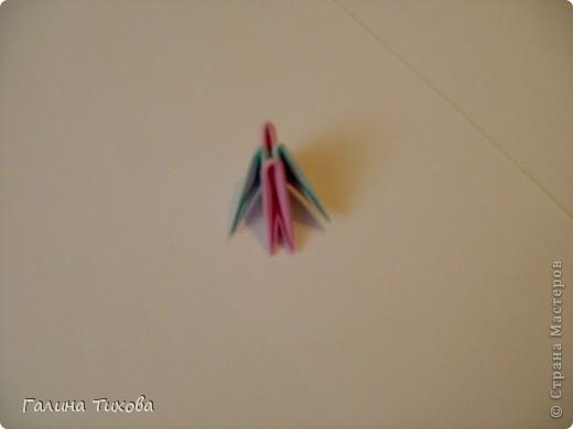 Для создания такой корзинки вам потребуется 662 модуля: 494 голубых (16 листов), 168 розовых (6 листов). фото 22