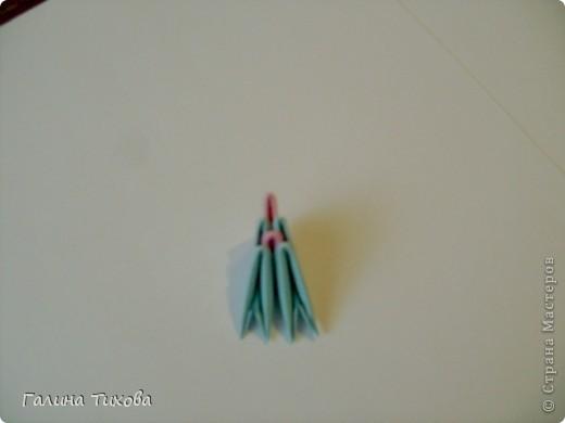 Для создания такой корзинки вам потребуется 662 модуля: 494 голубых (16 листов), 168 розовых (6 листов). фото 23