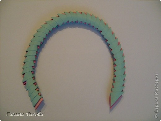 Для создания такой корзинки вам потребуется 662 модуля: 494 голубых (16 листов), 168 розовых (6 листов). фото 25