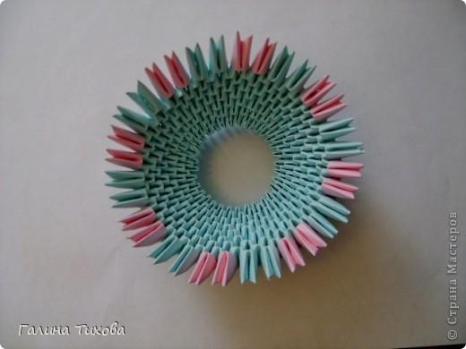Для создания такой корзинки вам потребуется 662 модуля: 494 голубых (16 листов), 168 розовых (6 листов). фото 8