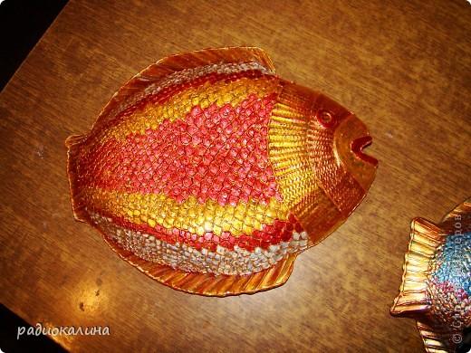 """После салатника """"Золотая рыбка""""  назрел заказ  к празднику мужчин и это первая рыбина из семейства салатниковых. Обратная роспись акриловыми красками. фото 4"""