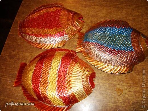 """После салатника """"Золотая рыбка""""  назрел заказ  к празднику мужчин и это первая рыбина из семейства салатниковых. Обратная роспись акриловыми красками. фото 6"""