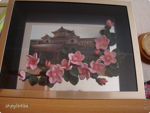 Сакура на фоне музея в городе Южно-Сахалинске. Весной, возле музея, цветет много сакуры и вот я решилась исполнить такую композицию. фото 1