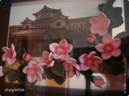 Сакура на фоне музея в городе Южно-Сахалинске. Весной, возле музея, цветет много сакуры и вот я решилась исполнить такую композицию. фото 2
