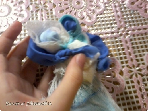 """Давайте сделаем чудесную куклу """"подарок-отдарок"""". Маму, дочку и младенца. фото 17"""